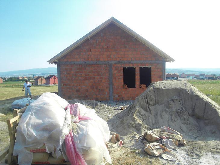 Ndërtohen 3 shtëpi në baza humanitare në Kosovë!