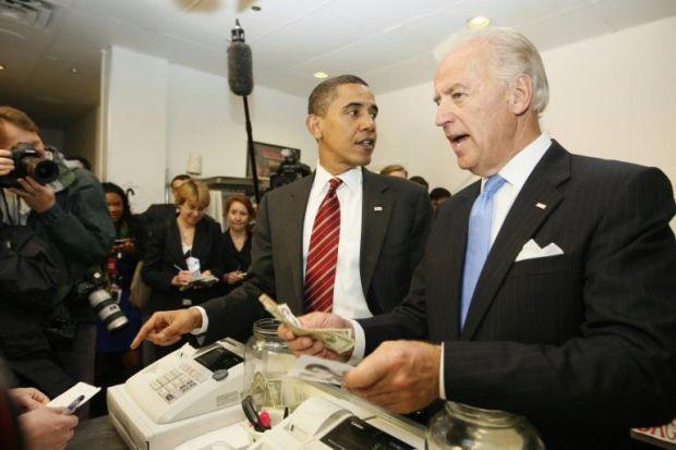 Obama dhe Bajden drekojnë në një Fast-Food