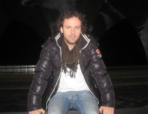 Pjesë teatrale me aktorin shqiptarë,  Besim Jakupi!